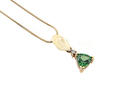 9ct Yellow Gold Peridot & Diamond Pendant & Chain .