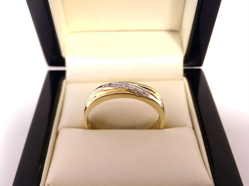 14ct gold & diamond ring ladies size Uk V