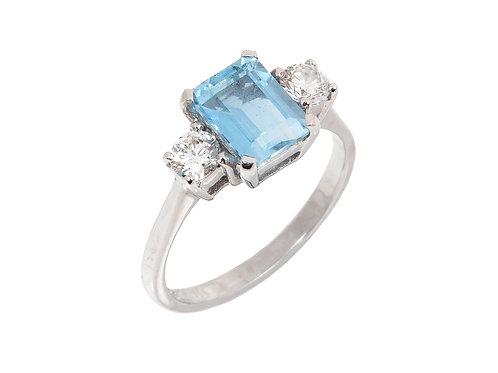 18ct White Gold Emerald Cut Aquamarine Diamond ring