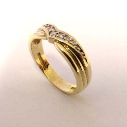 9ct gold & diamond shaped wedding band