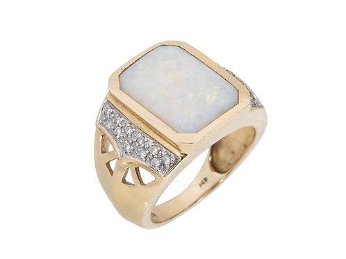 14ct Yellow Gold Large opal & Diamond Ring