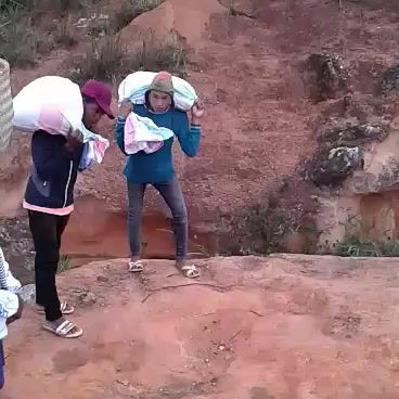 Convoyage du Riz dans les villages isolés