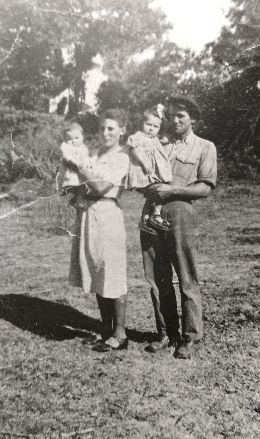 1950 ESPINOUZET, mes grands parents et ma mère