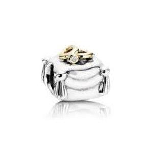 Pandora Romantic Union Charm