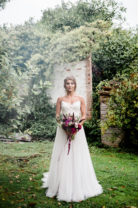 Outdoor late summer wedding: A shoot at Oldberrow House