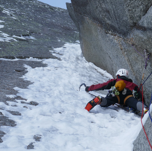 Tactics to winter climbing