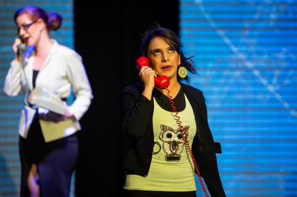 Gaby Gonzaga como Gloria