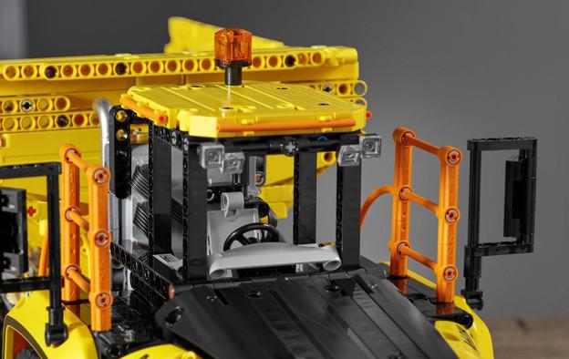 LEGO_42114_INT_26.jpg