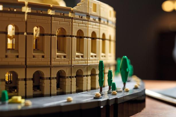 LEGO-10276-Colosseum-17-scaled.jpg