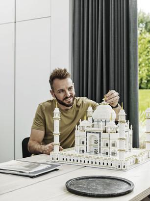 LEGO_10256_INT_3.jpg