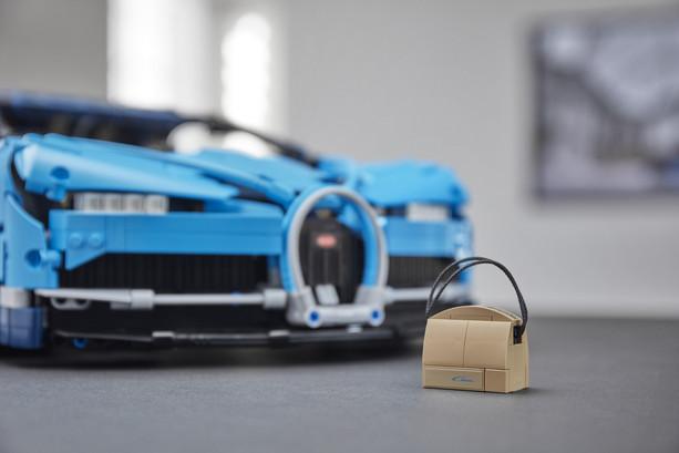LEGO_42083_INT_12.jpg