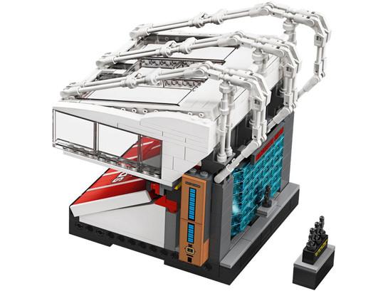 lego-10272-20.jpg