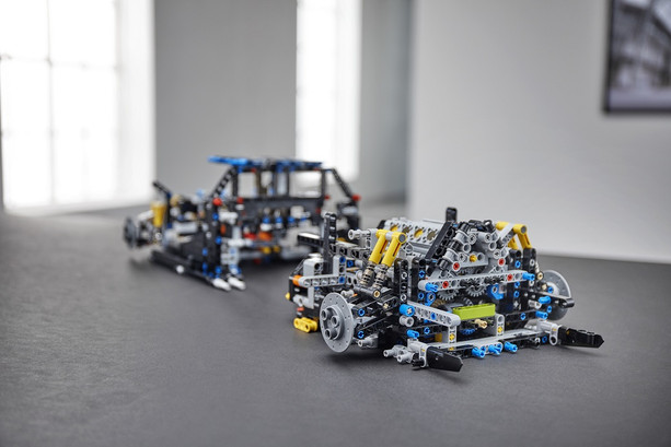LEGO_42083_INT_10.jpg