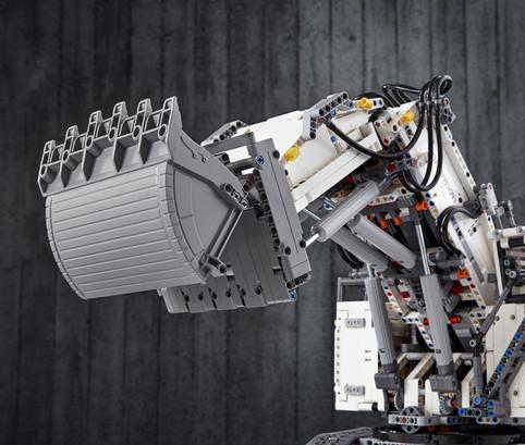 LEGO_42100_INT_26.jpg