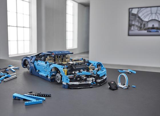 LEGO_42083_INT_9.jpg
