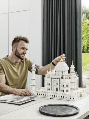 LEGO_10256_INT_2.jpg