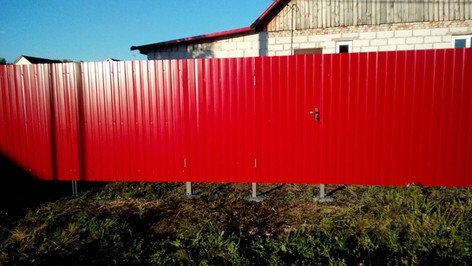 Забор из профнастила рубин