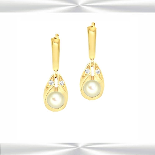 Cult. Pearl & Diamond Earrings