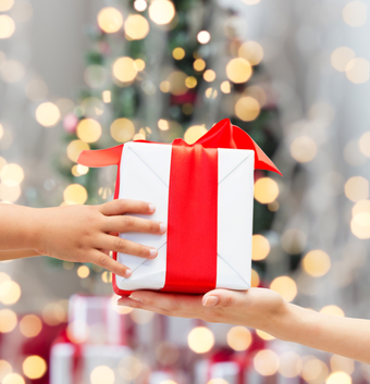 gift-giving-dolgachov-stockfresh_4818680