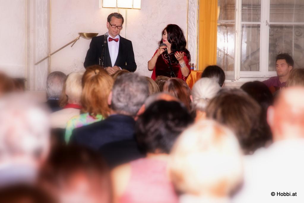 Nasrin Hobbi & Ensemble