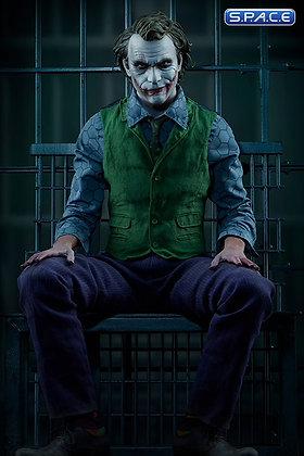 The Joker Premium Format Figure (Batman - The Dark Knight)