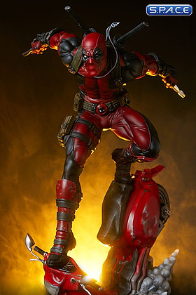 Deadpool Premium Format Figure (Marvel)