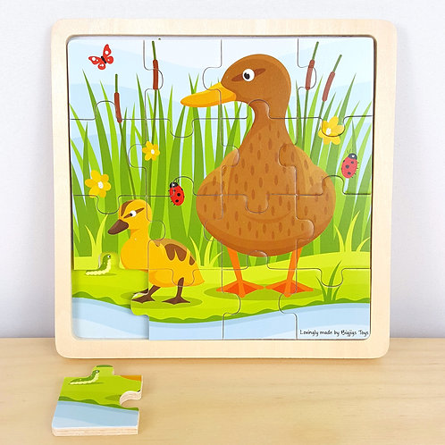 16 Piece Duck Jigsaw with Identical Background (33m+)