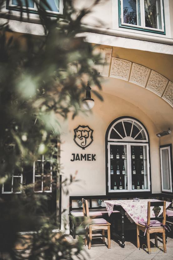 WEINGUT UND RESTAURANT JAMEK