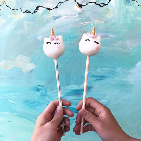 Unicorn cake pops ✨🦄 ._._.jpg