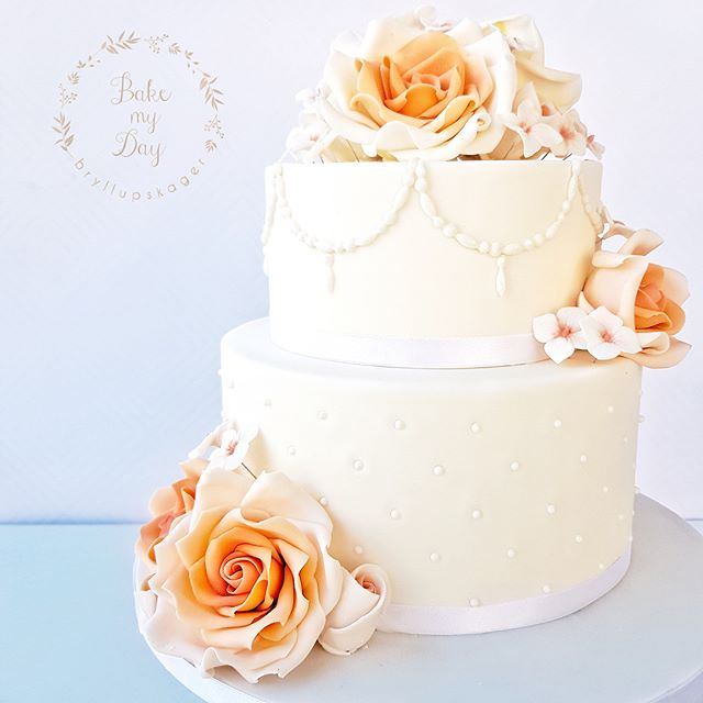 Assemble a two tiered cake like a pro