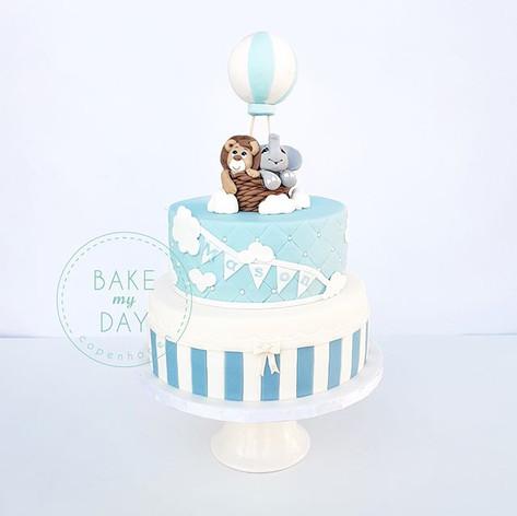 This cake got me flying high ☁️🎈_._._.j