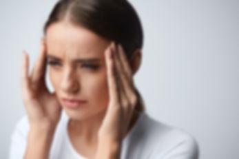 Wir heben uns neben der Kinderbehandlung auch auf die Behandlung der CMD (kurz für Krandiomandibuläre Dysfunktion (zu deutsch)) spezialisiert. Bei Kopfschmerzen, Migräne, Zähneknirschen, Nackenbeschwerden lassen Sie sich in der Zahnarztpraxis Dr. Dousti untersuchen.