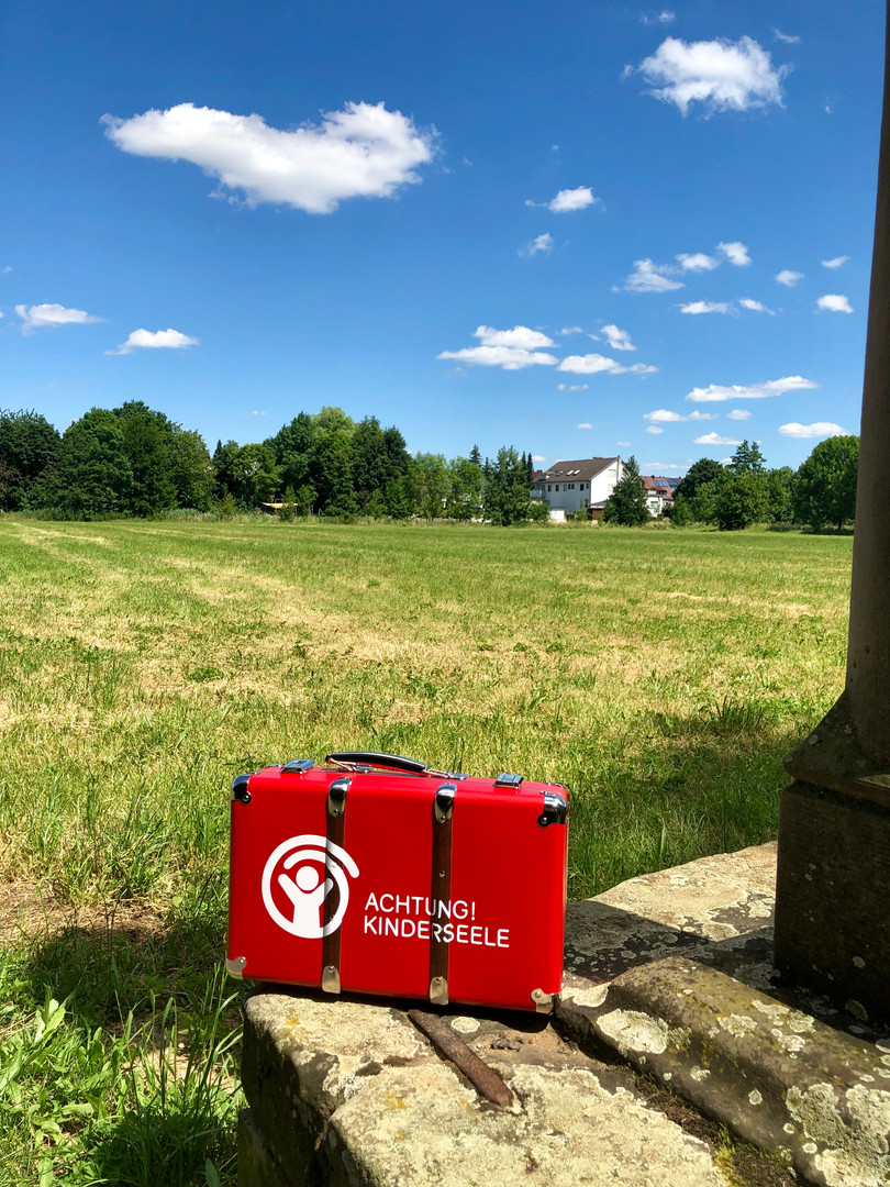 Roter Patenkoffer on Tour in Oberbayern