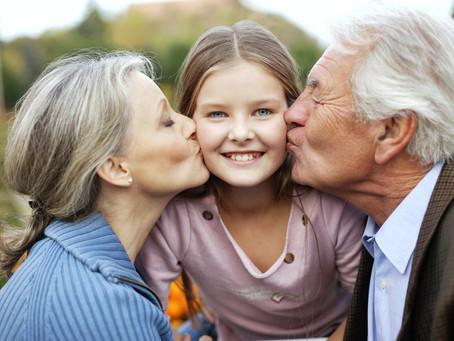 Чтобы вырастить ребенка, нужна целая деревня, или о роли бабушек в воспитании детей