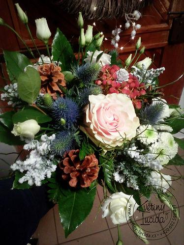 zimní kytice, růže, eryngium.jpg