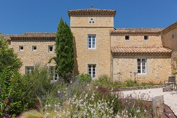 maison_facade_depuis_jardin_opti.jpg