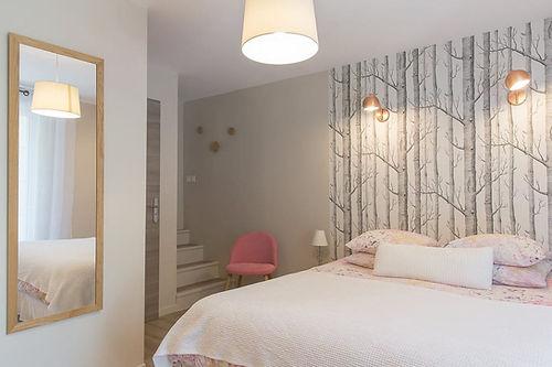 Chambre Iphigénie: L'ambiance de cette chambre est nature et décontractée, vous profiterez d'une terrasse extérieure exposée Ouest