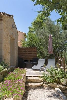 iphigenie_terrasse_depuis_allee_opti.jpg