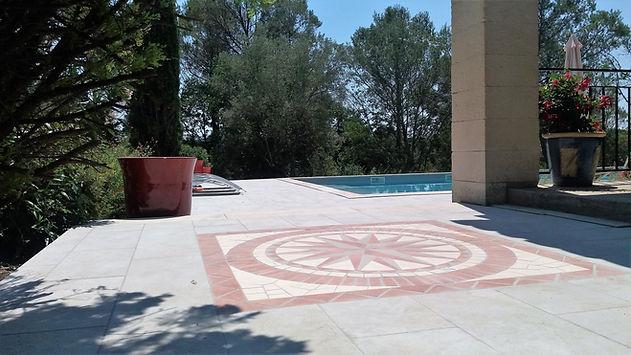 Vue de la rosace et de la piscine