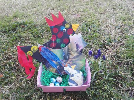 Coq, poule, poussin, une famille tipique et simple qui nous fait penser au printemps et à la naissan