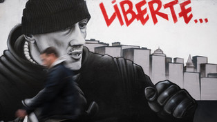 """Le vrai visage de Christophe Dettinger, """"symbole de la révolte contre les violences policières"""""""