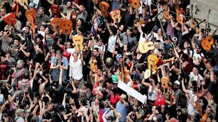 Lutter en musique : quand la chanson s'invite dans les manifestations à travers le monde
