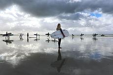 surfers-4390427_1920.jpg
