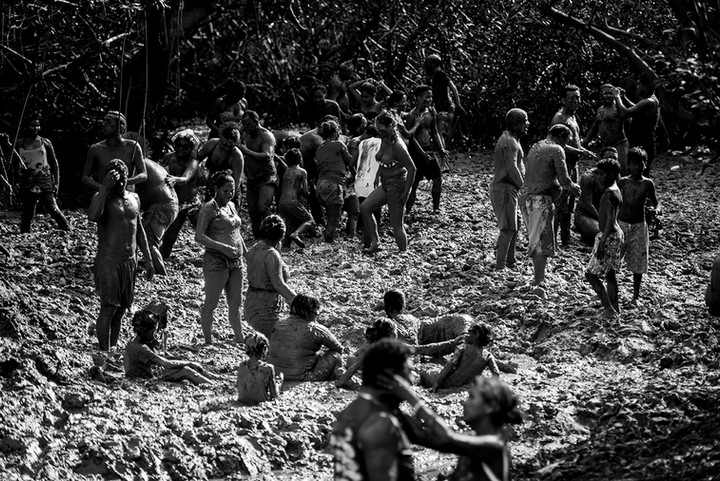 #Banho de lama 2 - Pretinhos do Mangue - Curuçá-Pa. - 2016