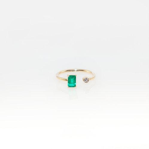 Anillo Tú y Yo Esmeralda y Diamante 14K