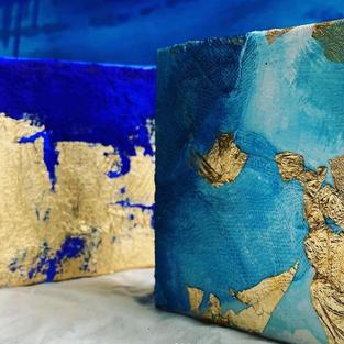 Pigment et feuille d'or sur toile. 10x10cm