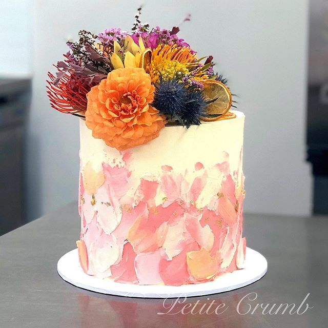 Strawberry, lemon and coconut cake layer
