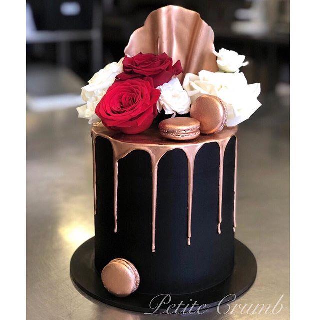 Black and rose gold 🖤 lemon velvet cake
