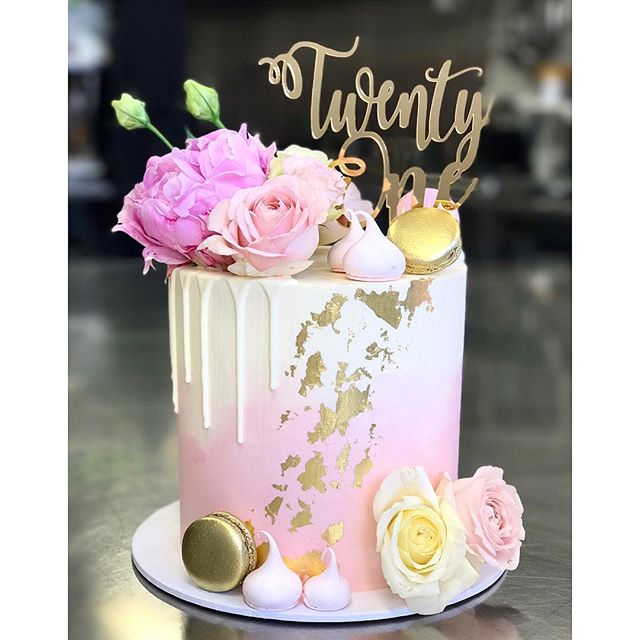 Pretty in pink 🌸 7_ Lindt white chocolate and raspberry mud with vanilla bean buttercream • Cake to