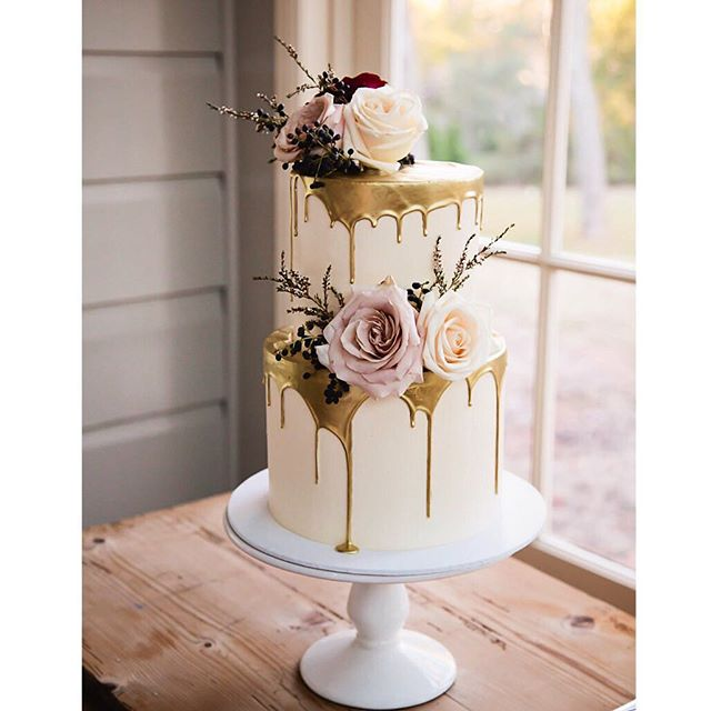 Absolutely swooning over this photo of our cake taken by the amazing _quincenmulberry at _gabbinbarh